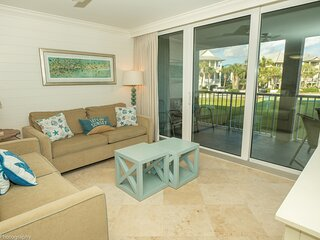 Mag 103 is a 2 BR with Free Beach Set up for 2 located in Destin Pointe