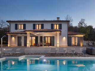 Lovely Villa Arman with a pool and a jacuzzi