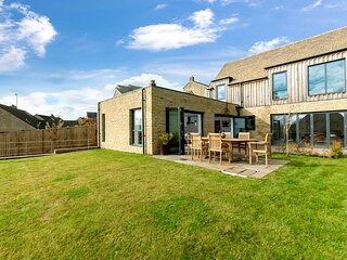The New Bakehouse is an impressive property located in the village of Randwick