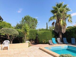 Grande Villa moderne, piscine et jardin au calme.