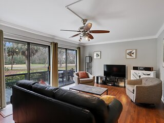 Spacious 2 BR on the golf course in Shipyard's Beautiful Harbour Master Villas