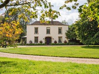Kingscote Park House, Kingscote, Nr Tetbury - sleeps 19 guests  in 9 bedrooms