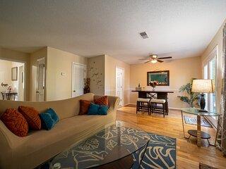 2-Levels Cozy Marietta Suite