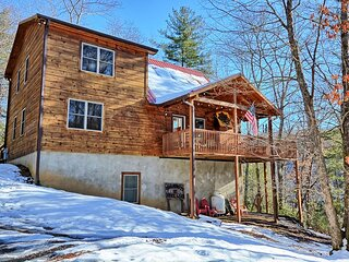 Cabinlot is a 4BR, 3BA cabin with Lake Views and Access, Sleeps 10, Pool Table,