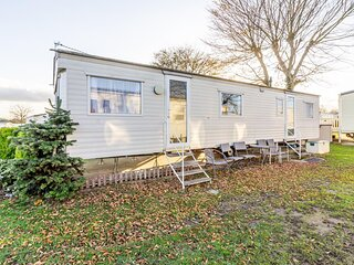 Brilliant 8 berth caravan Cherry Tree Holiday Park in Norfolk ref 70337C