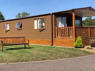 Superb lodge in rural Norfolk near Norwich, with lake views & fishing ref 16018H