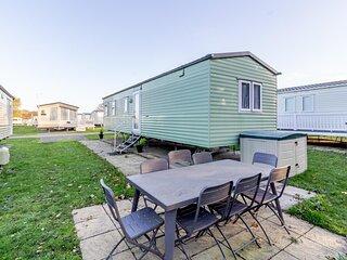 Great 8 berth caravan nearby the beautiful Gorleston beach in Norfolk ref 70549C