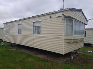 6 berth caravan for hire at Martello caravan park near Clacton on Sea ref 29020Y