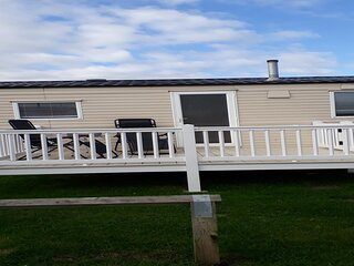 3 bed, 8 berth caravan for hire at St Osyth, Clacton-on-sea, Essex ref 28039CW