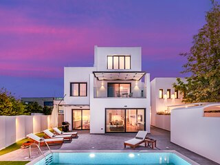 Harmony Luxury Residence, an Iconic Retreat