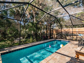 Heated pool, pets allowed, 4BR/3BA walk downtown, immaculate pool oasis!