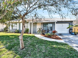 Cozy, dog-friendly home w/ a full kitchen - only a short drive to the beach!