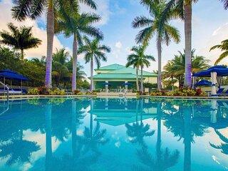Beautiful Island Paradise! Elegant Suite Unit, Pool, Restaurant and Bar!