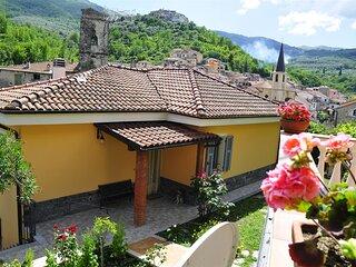 Incantevole villetta ai margini di un antico borgo a 15 minuti dal mare Ligure