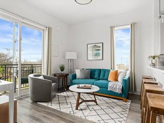 Endeavor 303 ~ Close to Downtown ~ Corner Unit ~ Downtown View ~ Private Balcony