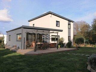 Villa en bois récente avec jardin, WIFI à 800m du centre de TREBEURDEN