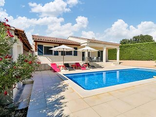 Awesome home in Cairanne with Outdoor swimming pool, WiFi and 3 Bedrooms (FPV749