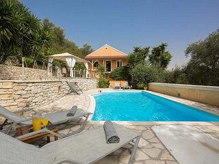 Chryssa Villa - Sun - Splashed & romantic.
