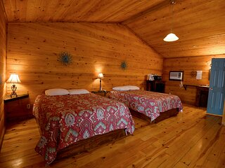 Cabin #23-Quaint king room in natural surroundings