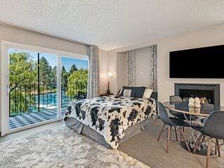 Cozy one-bedroom condo overlooking the Deschutes