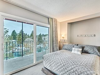 Riverfront condo with balcony near downtown Bend