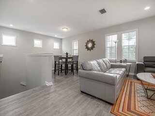 'Tree Top' - 3BR Apartment B near Downtown Tampa