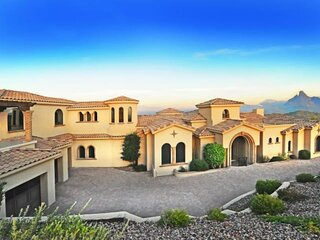 Tuscan Beauty with Incredible Views!