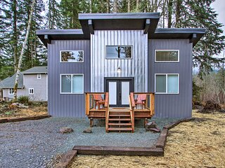 NEW! Cabin w/ Hot Tub < 5 Mi to Rainier Nat'l Park