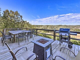NEW! Hill Country Escape w/ Hot Tub, 3 Mi to Dtwn!