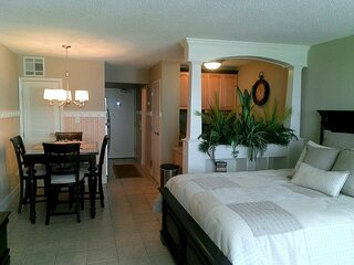 Pristine Studio on the Beach w/ Beach Chairs for 2 guest March-October