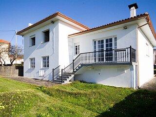 Villa - 4 Bedrooms with Sea views - 101982