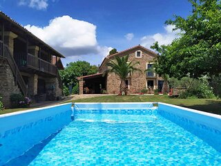 House - 5 Bedrooms with Pool - 102713