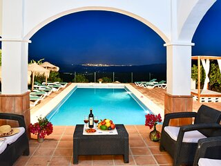 BEAUTIFUL VILLA 12P, INCREDIBLE VIEWS OF THE MOUNTAINS AND SEA, LARGE POOL.