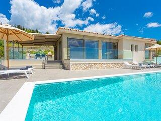 Villa Lassi Fos: Large Private Pool, Walk to Beach, Sea Views, A/C, WiFi