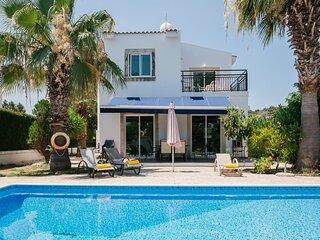 Villa Aphrodite: Large Private Pool, Walk to Beach, A/C, WiFi