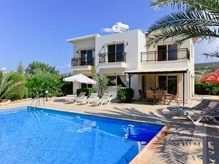 Villa Mayia: Large Private Pool, Walk to Beach, Sea Views, A/C, WiFi