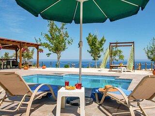 Villa Paradiso Sunset: Private Pool, Walk to Beach, Sea Views, A/C, WiFi