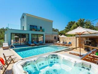 Villa Eleanna: Large Heated Private Pool, Sea Views, A/C, WiFi, Eco-Friendly