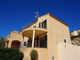 M&M House - House with pool next to the beach in Cala Romantica