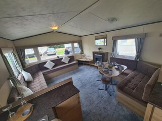 Superb 8 berth caravan near Walton-on-the-Naze in Essex ref 17175