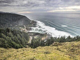 NEW! Epic Yachats Escape w/ Beach Access + Views!