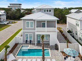 Brand New Elegant Home! Private Pool! Free 6 Seat Golf Cart! 2 Minutes to Beach!