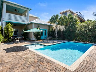 Upscale Luxury Home- Private Pool- Free 6 Seat Golf Cart! 2 Minutes to Beach!