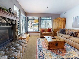 Walk to Canyon Lodge, Modern and Clean, Private Washer/Dryer