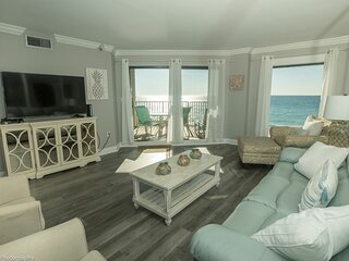 Gorgeous Gulf front 2 BR completely remodeled with amazing gulf views - sleeps 7