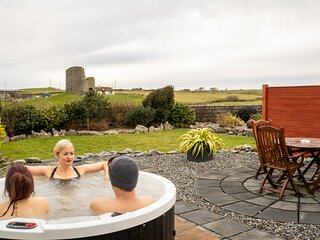 Fisherstreet Lodge - Luxury Two Bedroom Lodge with Hot Tub in Doolin Village.