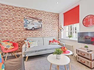 Majestic Mews Apartment. Super Central. Sleeps 2 to 6 Guests. Free wifi