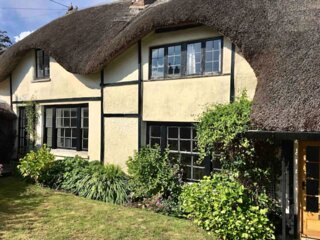 Stylish thatched Devon cottage with lots of character and charm, near the beach