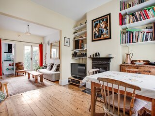 Charming SW London cottage sleeps 4