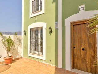 Green Tee House - minutes from the beach